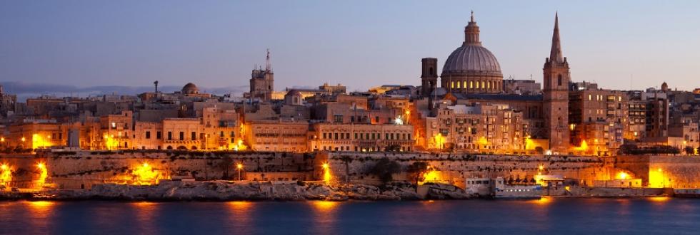Valeta, capital da Ilha de Malta, onde sedia Ordem Soberana e Militar Hospitalária de São João de Jerusalém (surgida na primeira Cruzada, 1099), hoje mais conhecida como Ordem de Malta. Numa memorável epopeia, no séc. XVI, os cavaleiros de Malta defenderam a Ilha e impediram a invasão maometana.