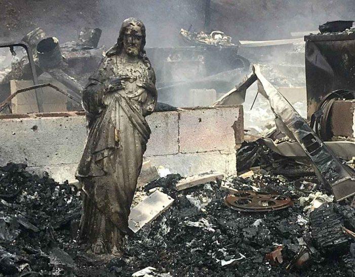 Fogo calcina tudo, mas imagem de Jesus fica intacta