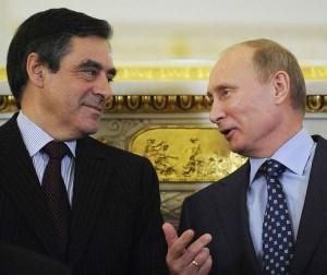Putin quer seduzir políticos ocidentais de recente conversão a posições 'cristãs'. Na foto com François Fillon, então ministro de Relações Exteriores da França