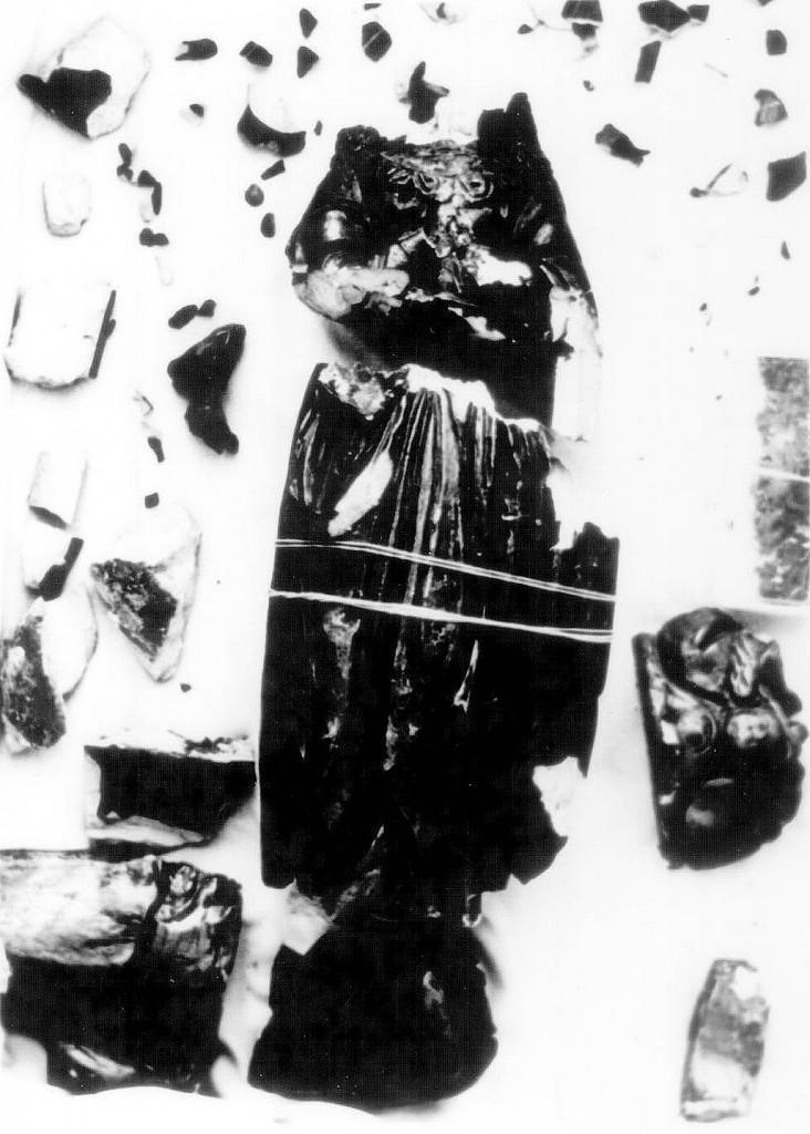 Pedaços da Imagem de Na. Sra. Aparecida, após o sacrílego atentado em 1978