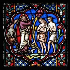 Vitral representando a criação no Paraíso Terrestre  do homem e da mulher, feitos à imagem  e semelhança de Deus