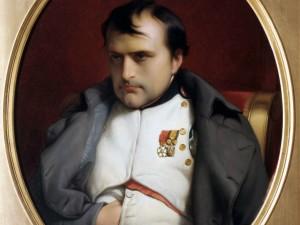 Autoritário, centralizador, populista, confiante no uso da força, Napoleão Bonaparte arrastou atrás de si grande parte da França, até que suas derrotas o jogaram, exilado, em Santa Helena.