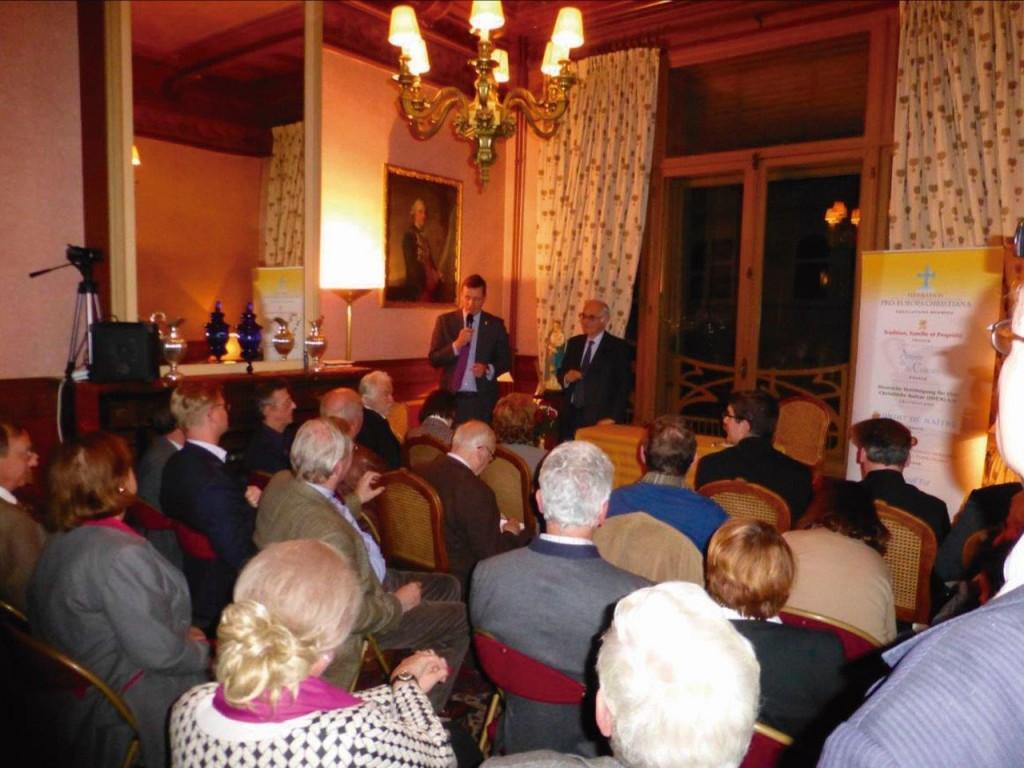 Em novembro de 2016, conferência do Prof. Roberto de Mattei (à direita do Duque Paul de Oldenburg) na sede da FPEC em Bruxelas