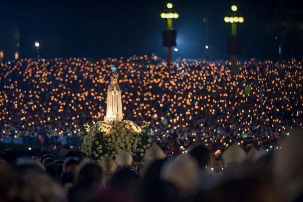 """""""Procissão das Velas"""" realizada em Fátima, no dia 12 de maio de 2016, na Cova da Iria onde Nossa Senhora apareceu aos Três Pastorzinhos em 1917 (Foto: Michael Gorre)."""