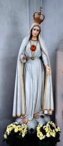 Imagem de Nossa Senhora de Fátima com o Imaculado Coração no peito