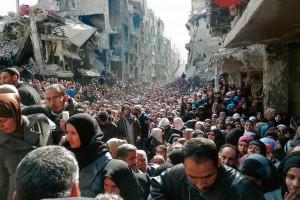Êxodo de multidões na Síria. Cresceu nos últimos anos na Europa uma perigosa situação: um número extraordinário de refugiados desestabilizou a maior parte dos países que a compõem.