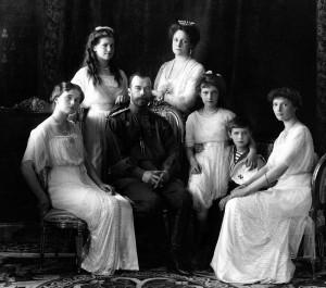 A família imperial russa, pouco antes do levantamento comunista que acabou no sacrifício violento de todos os seus membros