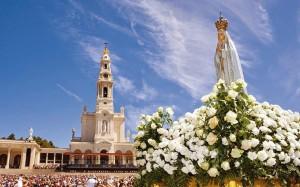 Inscrevendo a festa de Nossa Senhora de Fátima no rol das celebrações litúrgicas, a Santa Igreja proclama a perenidade da mensagem de Nossa Senhora dada ao mundo através dos pequenos pastores.