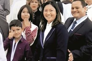 À direita, os pais de Lucas (na foto, o menor à esquerda)