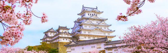 Um castelo medieval desprovido de torres