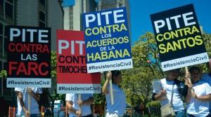 Protestos em várias capitais colombianas chamando à resistência civil contra as propostas de Juan Manuel Santos