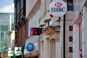 LEGENDA: Os proprietários de pequenas e médias empresas perderam boa parcela de sua liberdade de ação em face da concorrência e das pressões do macrocapitalismo. Basta citar como exemplo o sistema bancário.