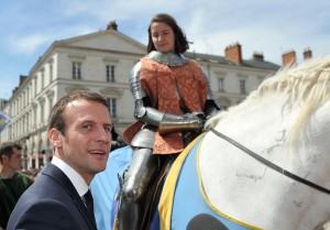 Para obter votos o presidente Macron fez-se fotografar na festa de Santa Joana d'Arc em Orleans