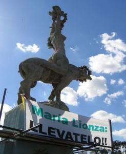 """Estátua da """"deusa"""" (ligada à magia negra) cultuada por Hugo Chávez e Nicolás Maduro"""