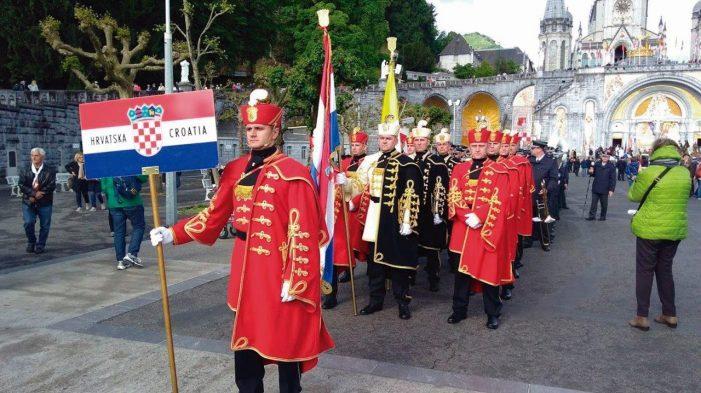 Desfile Militar em Lourdes