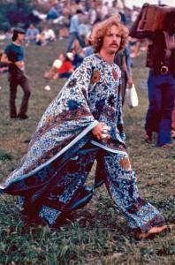 """""""O alvo dos defensores do igualitarismo sempre foi e será nivelar Deus ao nível dos homens. Eles adotam a doutrina panteísta, que nega a transcendência absoluta do Criador"""" [Na foto acima: O hippismo em Woodstock (1969)"""