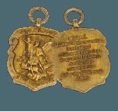Centenas de milhares desta medalha de São Miguel foram distribuídas pela TFP norte-americana