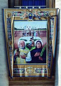 Tapeçaria com os Santos brasileiros, exposta na fachada da Basílica de São Pedro no dia da canonização