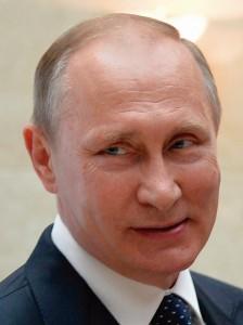 Numa habilidosa propaganda, foi apresentando Putin como um sucedâneo de Carlos Magno ou do imperador Constantino, vindo do Oriente para restaurar a religião e pôr fim ao caos que devora o mundo ocidental ex-cristão.