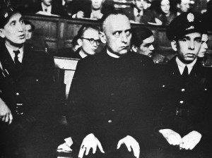 O Cardeal Mindszenty, ex-Arcebispo de Esztergon e Primaz da Hungria, foi o símbolo da resistência heróica ao comunismo: a coexistência pacífica entre a igreja e um regime comunista é impossível