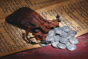 Judas sentia pesar e remorso, mas o Sinédrio não os tinha e lançava toda a culpa sobre ele. Judas atirou aos pés dos sacerdotes as trinta moedas de prata e saiu do Templo, sem saber para onde dirigir os seus passos.