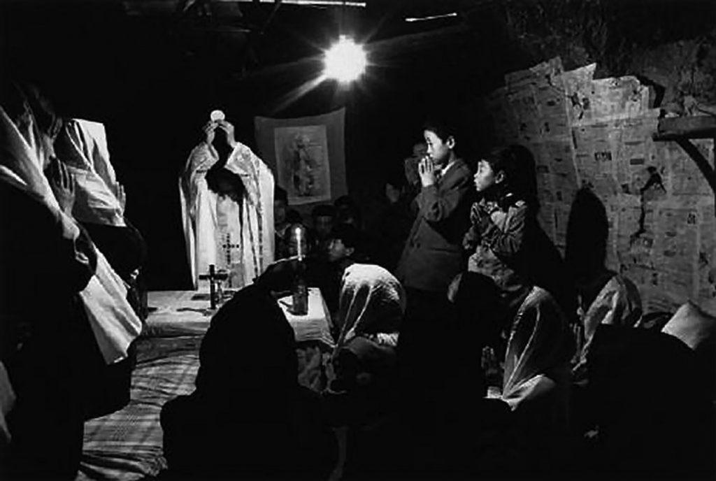 Na China, missa celebrada às escondidas do regime comunista, em Shaanxi (1995)