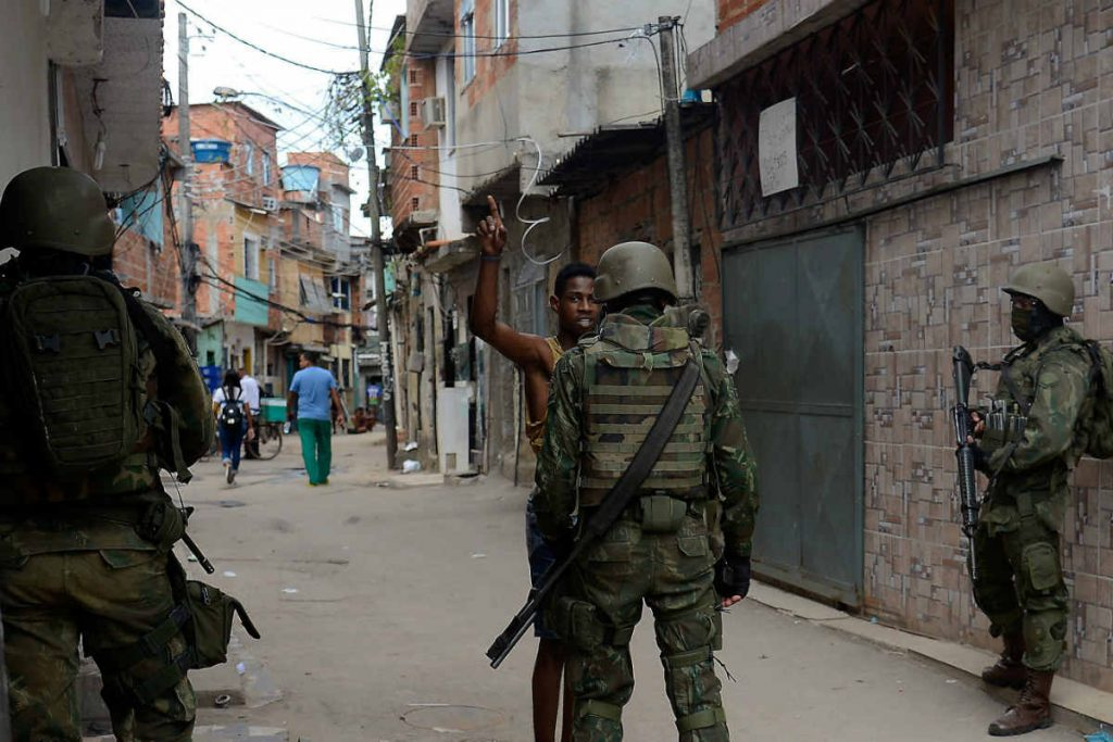 À margem da intervenção no Rio: criminalidade, drogas e valores morais