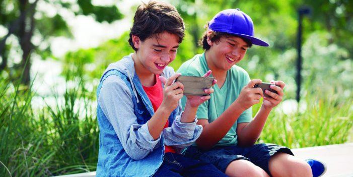 A França impõe o desligamento dos celulares nas escolas