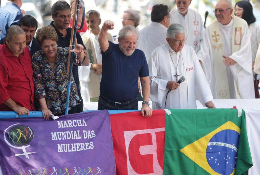 """Na """"missa-comício"""", pouco antes de sua prisão, Lula conclama seus sequazes a provocarem agitações de Norte a Sul do País"""
