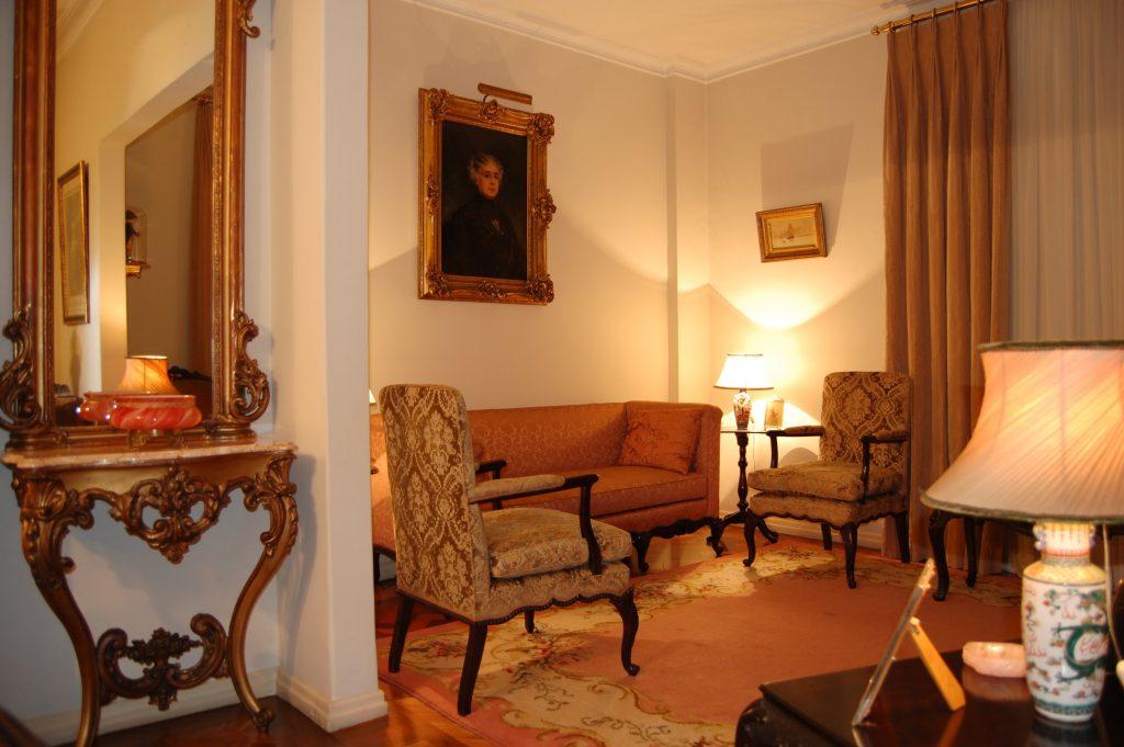 Sala com o quadro de Da. Gabriela na residência de Da. Lucilia