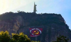 Bandeira anticomunista posta no Corcovado, no começo de maio de 2018