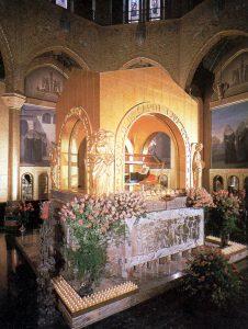 Altar e corpo incorrupto da Santa