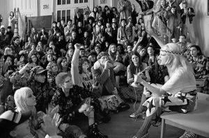 A grife italiana Gucci se inspirou na revolução estudantil de Maio de 68 para sua coleção de inverno de 2018. Como se vê na foto, mais atual do que nunca.