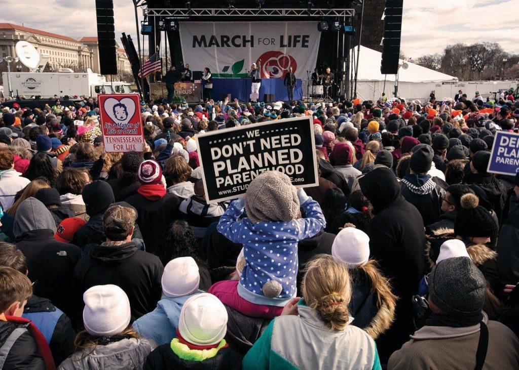 Para todos os católicos não é negociável a defesa da vida humana inocente desde a concepção até a morte natural, como também a oposição às uniões civis homossexuais