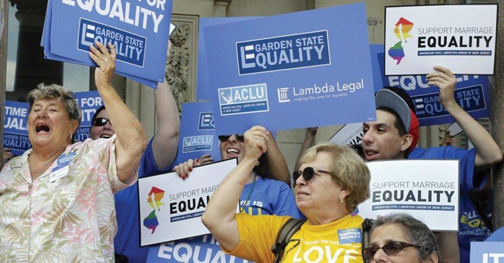 """""""Casamento"""" homossexual, importante faceta da revolução cultural. Na foto, militantes LGBT nos EUA."""