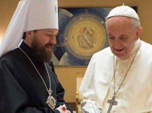 Troca de presentes entre o Papa Francisco e o representante do Patriarcado putinista