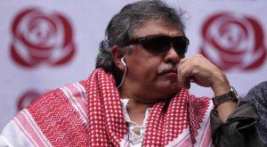 """Devido à """"cota guerrilha"""", terroristas das FARC tomam posse no Congresso colombiano. Um deles, para enganar, em vez do fuzil, segura uma rosa... Quem acredita?"""