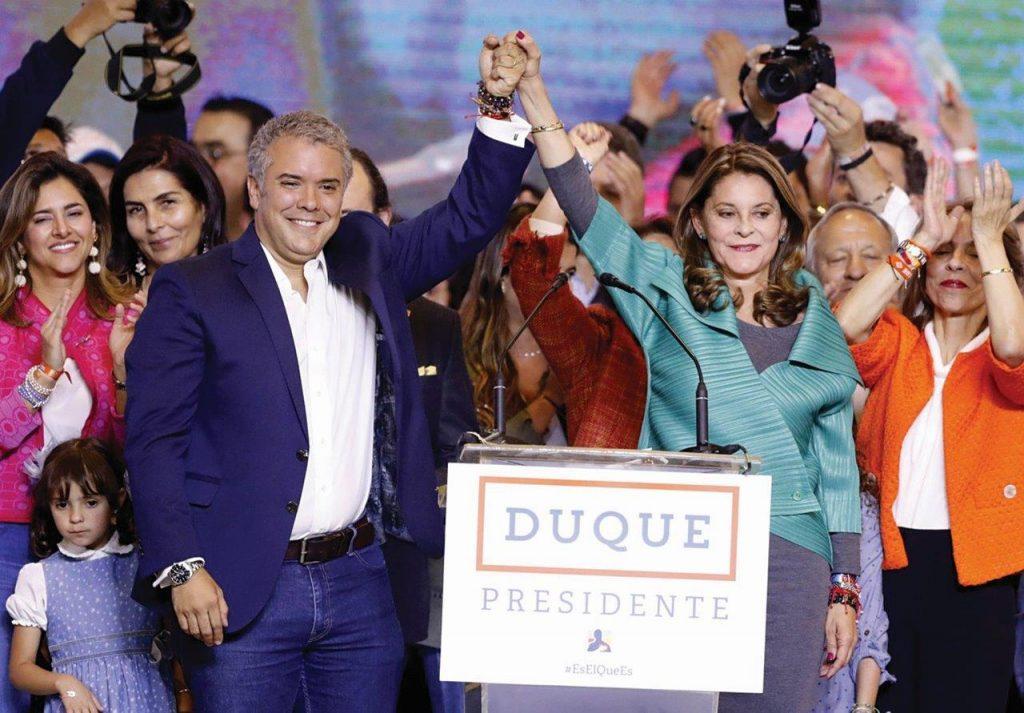 O presidente Iván Duque junto à vice-presidente Marta Lucía Ramírez, no dia da eleição