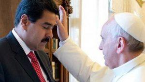 Papa Francisco abençoando o ditador da Venezuela