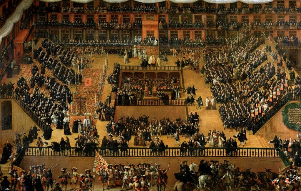 Na pintura de Francisco Rizi (1683) representa um julgamento na Plaza Mayor (Madrid), em 1680. Nesses julgamentos públicos os criminosos, hereges e apóstatas poderiam se converter. Abandonando a heresia, recebiam penas leves ou graves conforme as circunstâncias. Os empedernidos poderiam ser sentenciados com prisão perpétua ou mesmo com a pena capital.