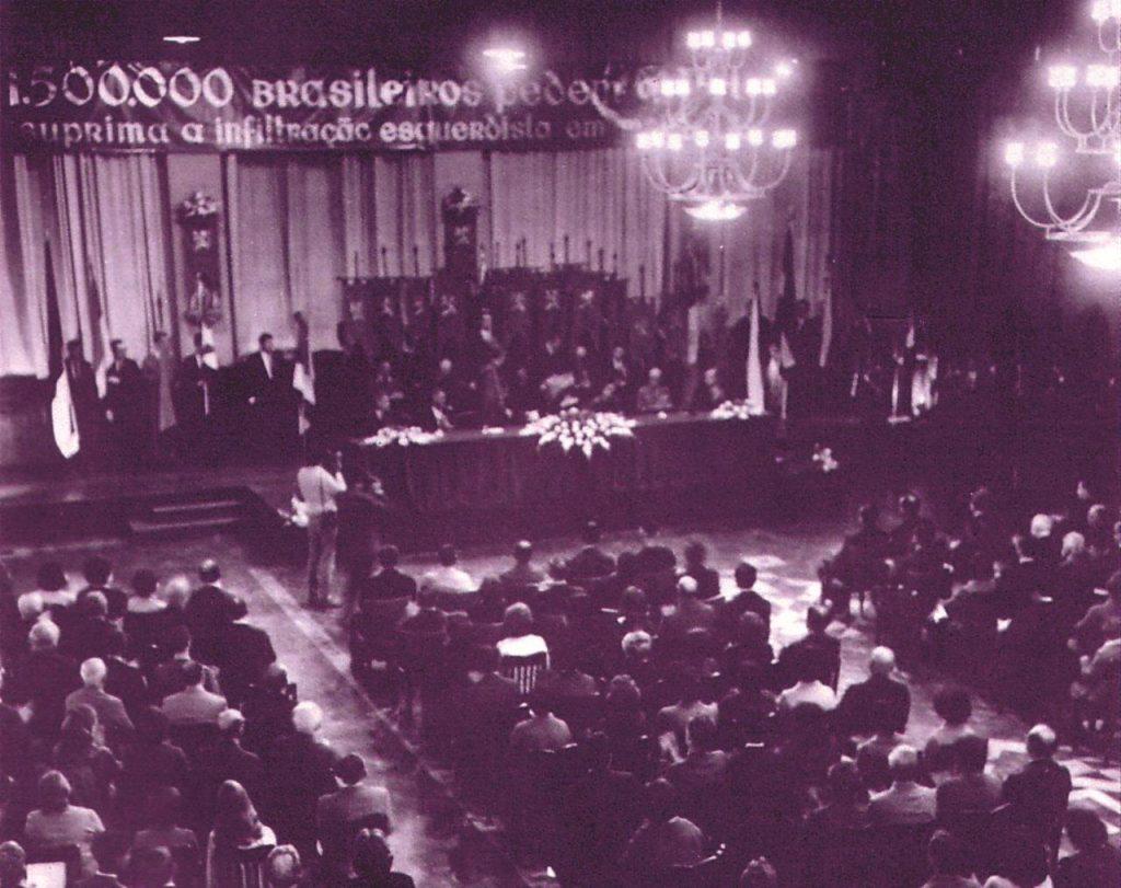 Em setembro de 1968, a TFP comemora, na Casa de Portugal em São Paulo, o término de sua campanha, em que 1.600.368 brasileiros pediam providências a Paulo VI contra a infi ltração comunista na Igreja.