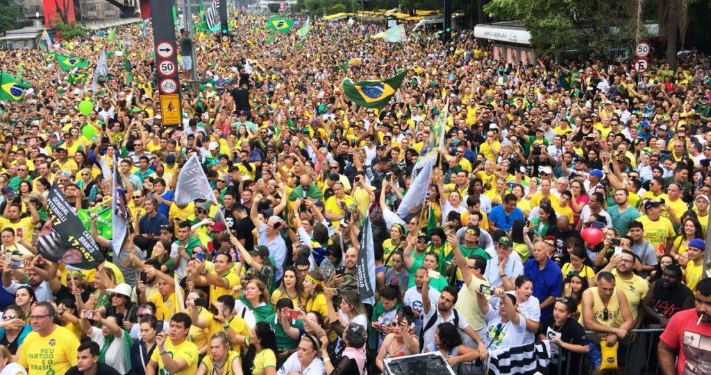 Manifestação anti-PT na Av. Paulista no último domingo (30-9-18)