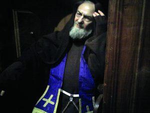 São Pio de Pietrelcina no confessionário