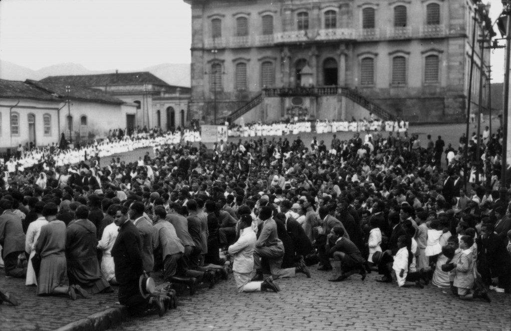 Procissão de Corpus Christi, em meados do século passado, na histórica cidade de Ouro Preto