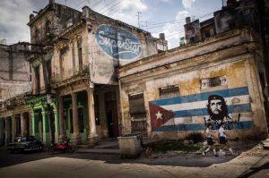 Médicos cubanos sendo transportados por avião russo