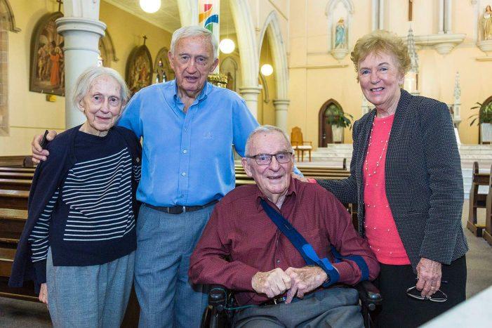 Ex-Governador-geral ateu e socialista converte-se aos 85 anos