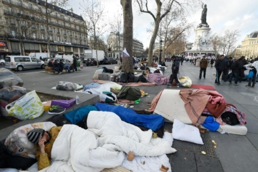 Imigrantes maometanos acampados em Paris