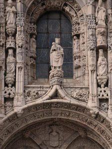 Nossa Senhora de Belém num dos portais do Mosteiro dos Jerônimos