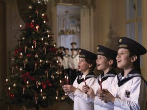 Os Meninos Cantores de Viena durante um concerto de Natal