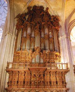 Majestoso órgão da catedral de Sevilha, na Espanha